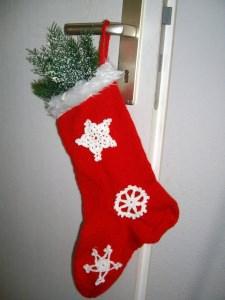 Gestrickter Nikolausstiefel mit Schneeflocken, zum Befüllen