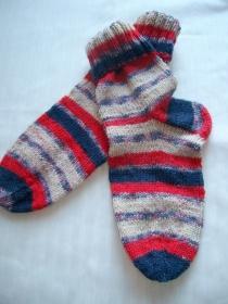 Schöne gestrickte Socken für Kinder, Größe 34/35