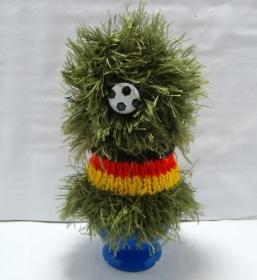 Gestrickter Eierwärmer Fußball mit Rasen, für Fußballfans