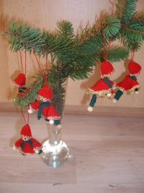 Weihnachtswichtel, Jultomte, gehäkelt, 5 Stück in rot-gold