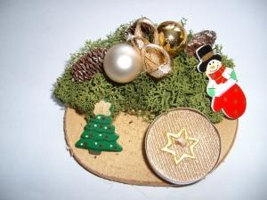 Kleines Adventsgesteck mit Kerze und Moos, creme-gold-rot