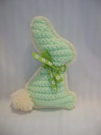 Gehäkelter Osterhase, hellgrün-wollweiß, niedlich, 15 cm    - Handarbeit kaufen