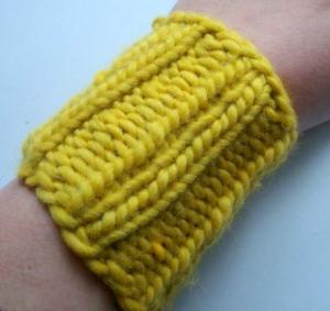 Pulswärmer / Handstulpen, sehr weich, sandfarben, ocker - Handarbeit kaufen