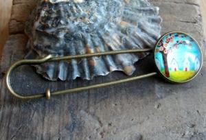 Tuchnadel/ Kiltnadel mit Baum und kleinen Häusern, hübsch - Handarbeit kaufen