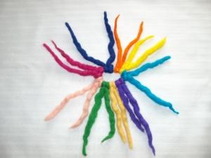 Gefilztes Haargummi mit Zotteln, kunterbunt, tolle Farben - Handarbeit kaufen