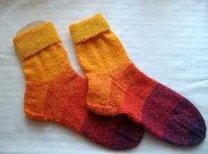 Gestrickte Socken Gr.38/39 bunt gestreift mit tollem Farbverlauf, schön warm  - Handarbeit kaufen