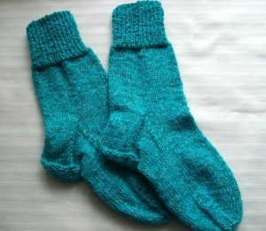 Gestrickte Socken für Kinder Größe 28/29, türkis, schön warm  - Handarbeit kaufen