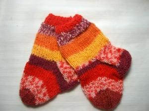 Babysöckchen 0-3 Monate, mit tollem Muster und Farben - Handarbeit kaufen