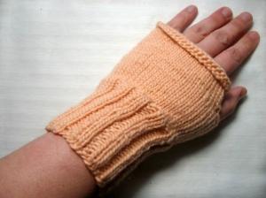Armstulpen/Handstulpen/Pulswärmer, hautfarben, mit Daumenloch  - Handarbeit kaufen