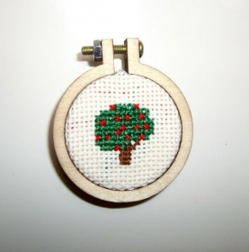 Kühlschrankmagnet Kreuzstich kleiner Kirschbaum, 4 cm Durchmesser  - Handarbeit kaufen