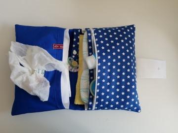 Wickeltasche , Windeltasche in blau mit weißen Sternen, ausreichend Platz für die wichtigsten Dinge