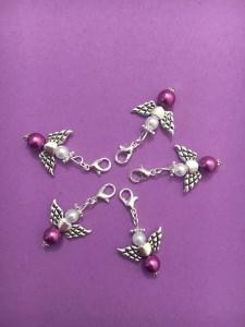 5 Perlenengel mit Karabinerhaken, handmade, Schutzengel, Anhänger, Weihnachtsgeschenk, beerenfarben