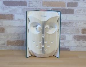 gefaltetes Buch - Eule // Bookfolding // Book Art // Buchkunst // Geschenk // Dekoration // Buchfalten // Buchskupltur  - Handarbeit kaufen