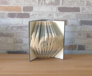 gefaltetes Buch - Dein Name ab 8 Buchstaben // Bookfolding // Buchkunst // Namenstag // Book Art // Geschenk // Leseratte - Handarbeit kaufen