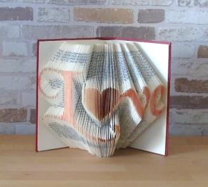 gefaltetes Buch - Love // Bookfolding // Buchkunst // Geschenk für Sie // Geschenk für Ihn // Hochzeit // Liebe // Valentinstag - Handarbeit kaufen