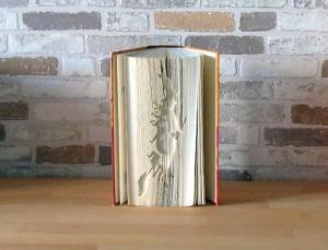 gefaltetes Buch - Hexe // Buchkunst // Bookfolding // Dekoration // Geschenk // Buchliebhaber // Witch - Handarbeit kaufen