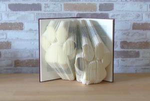 gefaltetes Buch - Pfoten // Buchkunst // Bookfolding // Book Art // Dekoration // Geschenk für Sie // Geschenk für Ihn // Hunde - Handarbeit kaufen