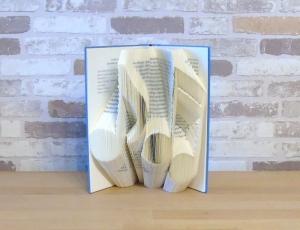 gefaltetes Buch - Noten // Buchkunst // Bookfolding // Geschenk // Musikliebhaber // Notenschlüssel // Freundschaft // Book Art - Handarbeit kaufen
