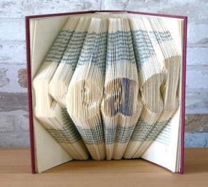 gefaltetes Buch - Read // Bookfolding // Book Art // Buchfalten // Buchkunst // Dekoration // Geschenk - Handarbeit kaufen