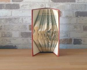 Dein Name - gefaltetes Buch // bis 7 Buchstaben // Bookfolding // Buchkunst // Geschenk // Namenstag // Buchfalten // Geburtstag - Handarbeit kaufen