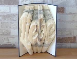 gefaltetes Buch - Liebe // Buchkunst // Bookfolding // Geschenk // Valentinstag // Muttertag // Hochzeit // Dekoration // Book Art  - Handarbeit kaufen