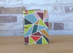 Notizbuch A7 Dreiecke bunt // koptische Bindung // Geschenk // Mitbringsel // Blankobuch - Handarbeit kaufen
