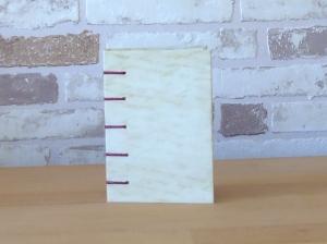 hellbeiges Notizbuch in A7 mit beiger Schrift - Handarbeit kaufen