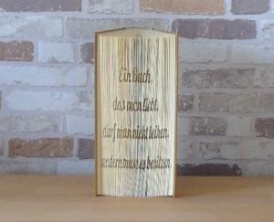 gefaltetes Buch - Spruch: Ein Buch das man liebt, darf man nicht leihen, man muss es besitzen - Handarbeit kaufen