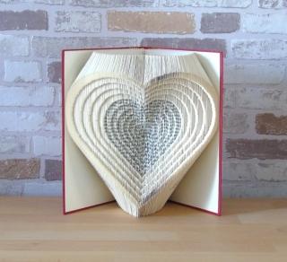 gefaltetes Buch - Herzen 3D // Buchkunst // Bookfolding // Liebe // Hochzeit // Valentinstag // Muttertag