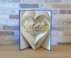 gefaltetes Buch - Name im Herz // Buchkunst // Bookfolding // Dekoration // Geschenk // Geburtstag // Valentinstag // Liebe // Namenstag - Handarbeit kaufen