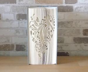 gefaltetes Buch - Herz Ornament // Buchkunst // Bookfolding // Book Art // Geschenk // Liebe // Geburtstag // Dekoration - Handarbeit kaufen