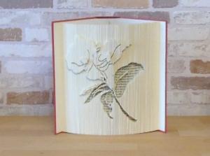 gefaltetes Buch - Lilie // Buchkunst // Bookfolding // Buchfalten // Dekoration // statt Blumen // Blumenliebhaberin // Leseratte - Handarbeit kaufen