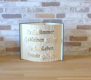gefaltetes Buch - Es sind die kleinen Dinge, die dem Leben Freude geben // Buchkunst // Bookfolding // Dekoration // Spruch im Buch - Handarbeit kaufen