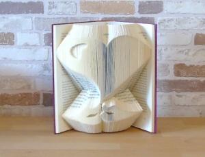 gefaltetes Buch - Herz mit Lippen // Buchkunst // Bookfolding // Dekoration // Liebe // Freundschaft // Valentinstag - Handarbeit kaufen