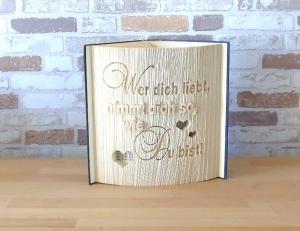 gefaltetes Buch - Wer dich liebt, nimmt dich so wie du bist // Buchkunst // Spruch im Buch // Dekoration