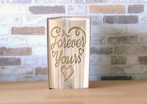 gefaltetes Buch - Forever yours // Buchkunst // Bookfolding // Dekoration // Geschenk // Liebe // Hochzeit // Valentinstag