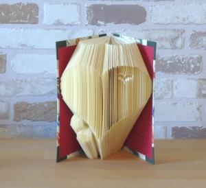 gefaltetes Buch - Herz mit Herzchen in einem handgebunden Notizbuch // Buchkunst // koptische Bindung // Dekoration // Geschenk // Liebe - Handarbeit kaufen