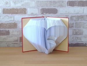 gefaltetes Buch - Herz in Herz in einem handgebundenen Notizbuch // Buchkunst // Dekoration // Geschenk // Muttertag // Geburtstag