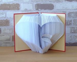 gefaltetes Buch - Herz in Herz in einem handgebundenen Notizbuch // Buchkunst // Dekoration // Geschenk // Muttertag // Geburtstag - Handarbeit kaufen