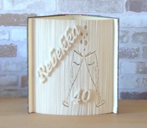 gefaltetes Buch - runder Geburtstag mit Name und Sektgläsern // Buchkunst // Bookfolding // Geschenk // Dekoration - Handarbeit kaufen