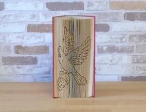gefaltetes Buch - Taube mit Ringen // Buchkunst // Dekoration // Hochzeit // Bookfolding // Book Art // Hochzeitsgeschenk  - Handarbeit kaufen