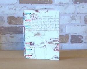 Notizbuch A6 - Leonardo mit rot-grüner Bindung // Tagebuch // Geschenk // Diary // Erinnerung // blanko  - Handarbeit kaufen