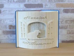 gefaltetes Buch - Herzlich Willkommen mit Katze am Fenster // Buchkunst // Dekoration // Geschenk // Neues Heim // Book Art