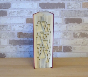 gefaltetes Buch - Dreiecke // Buchkunst // Geschenk // Buchfalten // Dekoration // geometrisches Muster