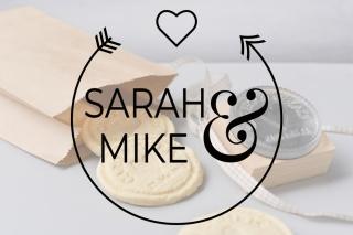 Personalisierter Keksstempel SARAH ♥ 60mm Durchmesser ♥ gravierte Acrylplatte auf Holzgriff montiert