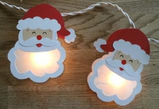 Lichterkette Weihnachtsmann, gebastelt aus verschiedenen Papieren, für den Innenbereich  - Handarbeit kaufen