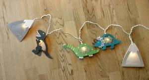 Lichterkette Dino Welt, gebastelt aus verschiedenen Papieren, für den Innenbereich  - Handarbeit kaufen