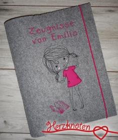 Zeugnismappe A4 gestickt auf grauem Filz, zum Schulstart, Mädchen mit Buch, perfekt zur Einschulung, personalisierbar, mit Namen