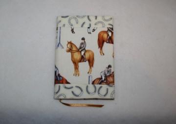 Buchhülle - Taschenbuchhülle  -- Pferde -- - Handarbeit kaufen