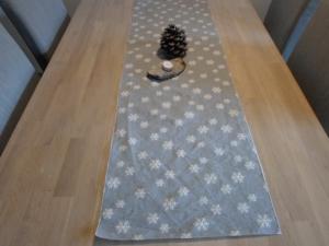 Tischläufer *Neve* Jacquard Baumwolle grau/ weiß 140x40cm von friess-design  - Handarbeit kaufen